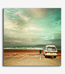 Paisaje playa y coche vintage